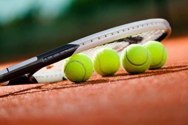 rozgrywki tenisa ziemnego na korcie orlika